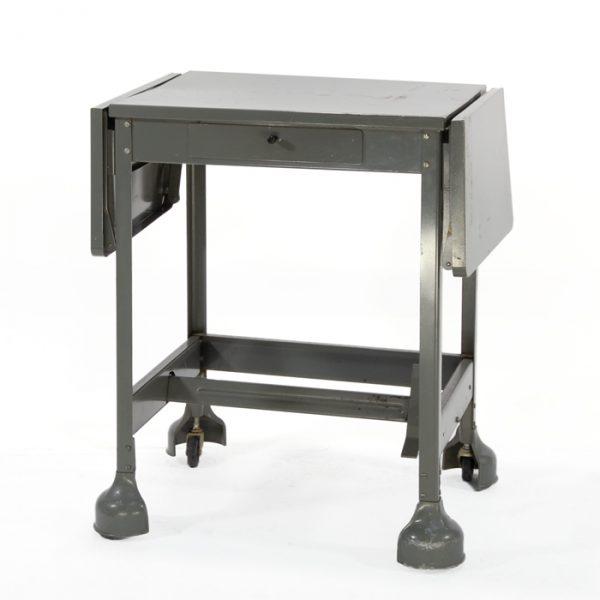 Table métal vintage #0367A | L23 x P16 x H27 po | qté 1